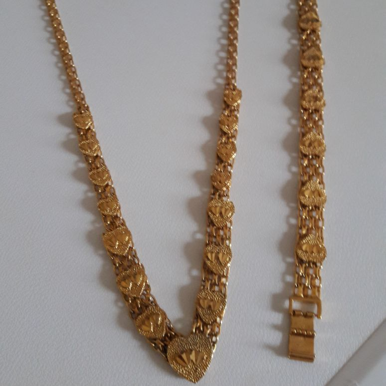 Ladies gold plated necklace & Bracelet set BNIB