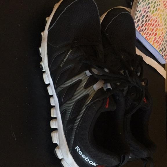 Size 9 reebok real flex fuseite men's running trainers