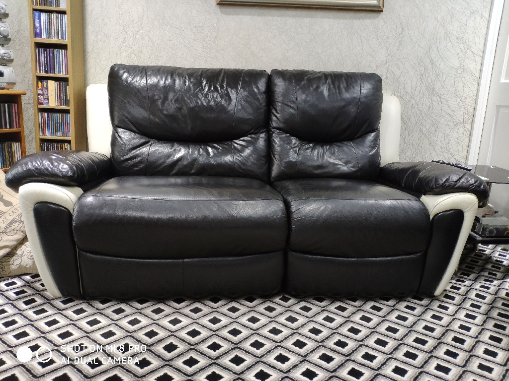 2x3 electric recliner black with cream sofa's