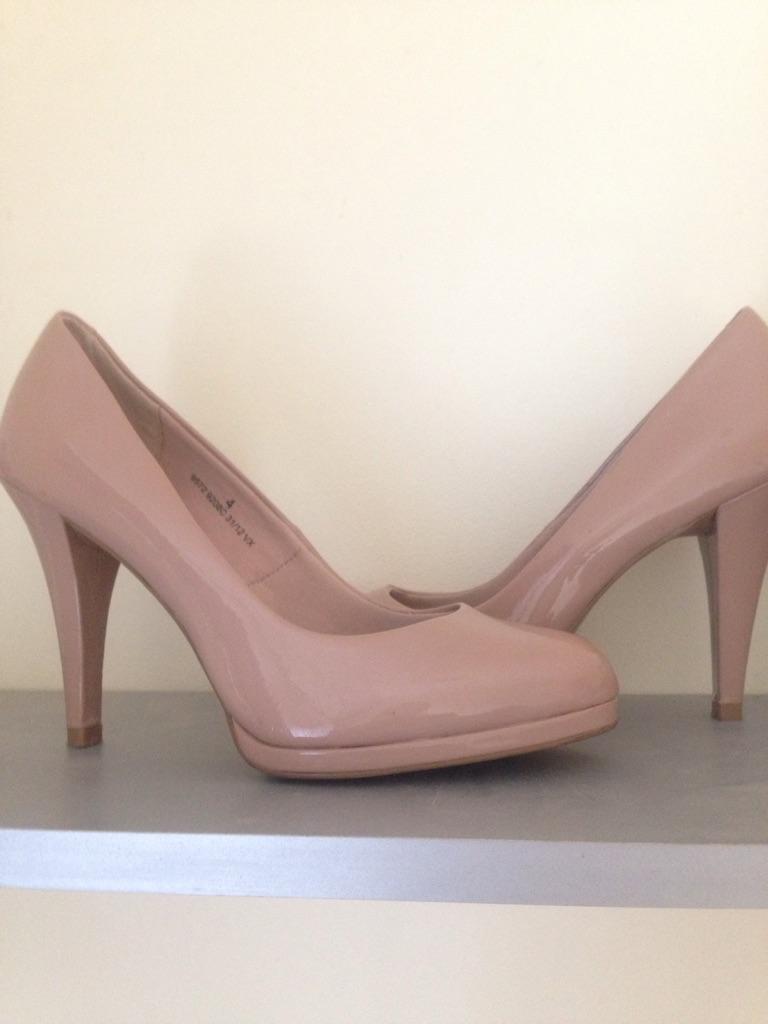 Cream/beige heels size 4