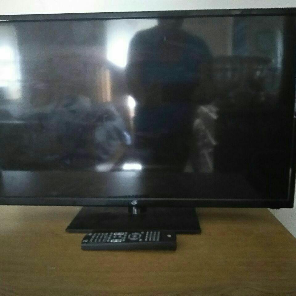 "32"" GPX Flatscreen DVD combo 1080p"