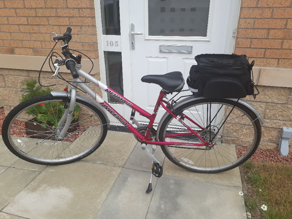 LADIES BIKE WITH PANNIER RACK AND BAG - HARDLY USED