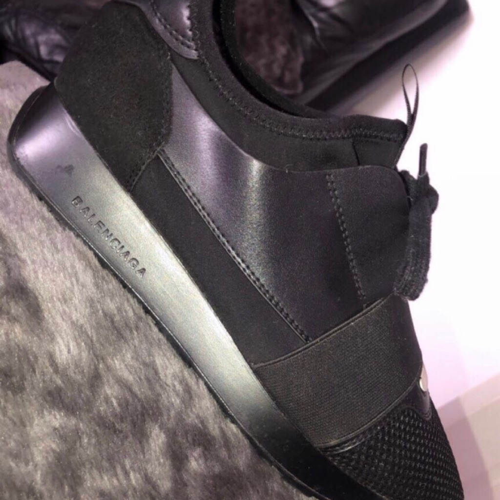 Black runners size 5