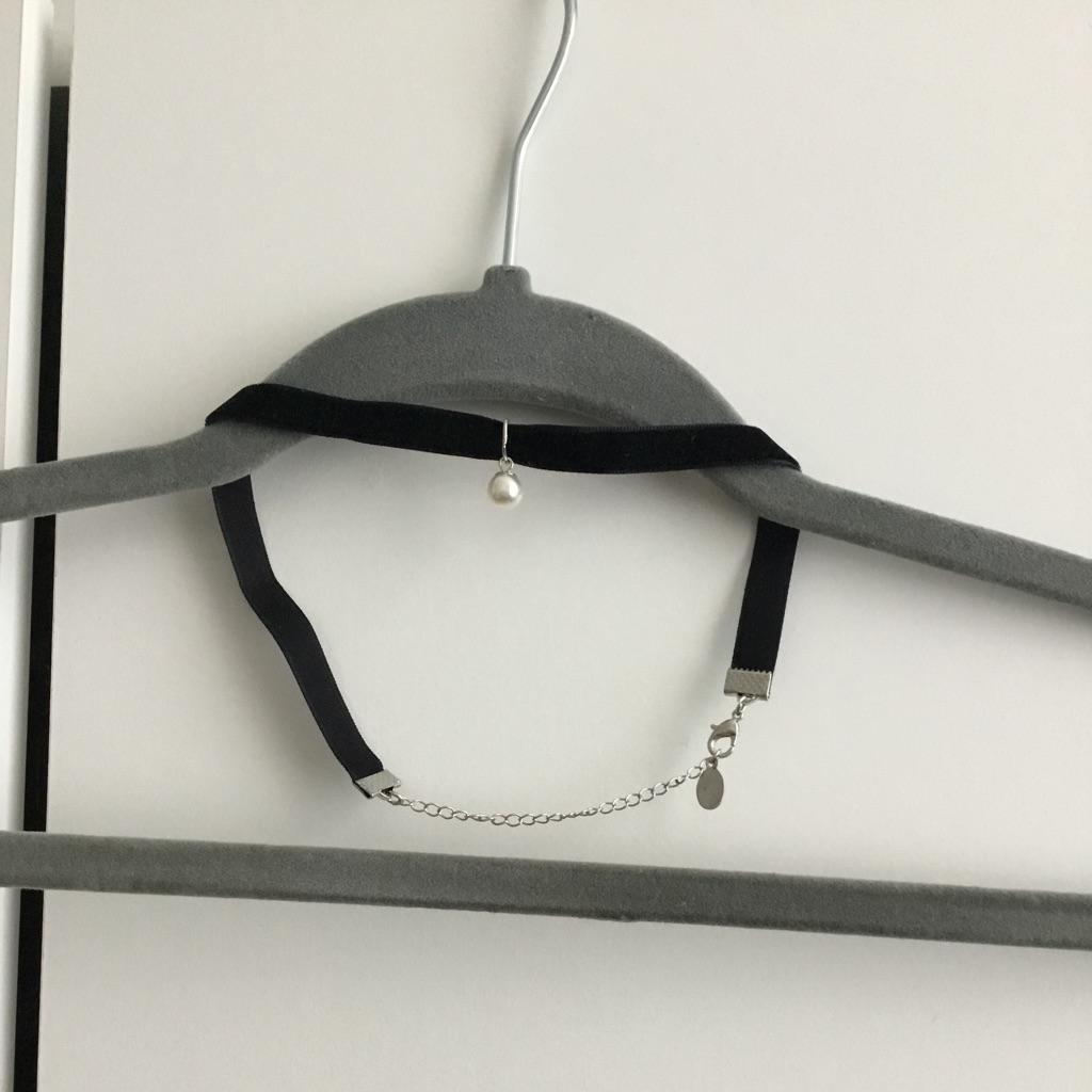 Black velvet choker necklace with pearl