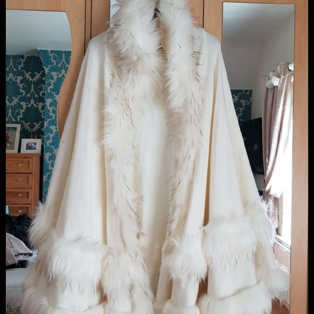 Designer Ladies Cream Cape One Size
