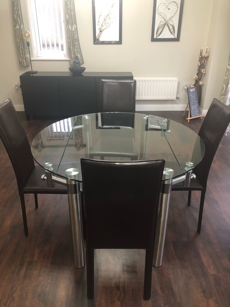 PRICE DROP !!!Dining table with 4 leather chairs