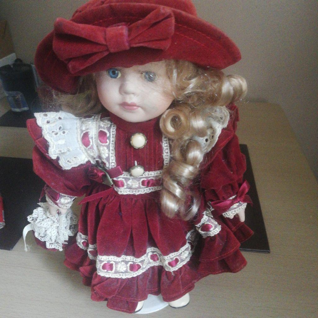 Red women pot doll
