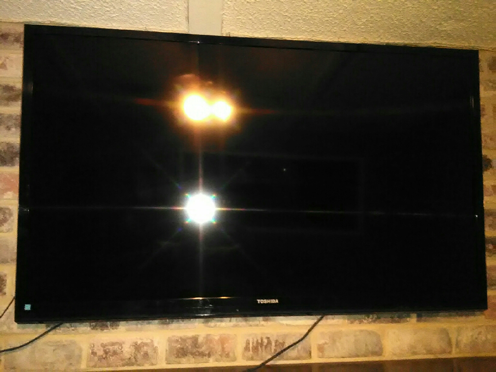 "Toshiba 60"" HD/3D Flat Screen TV w/Wall Mount"