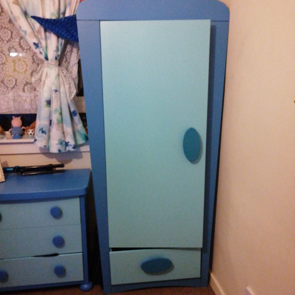 Kids bedroom furniture(free)