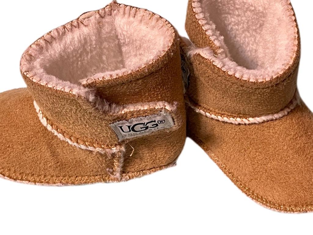 UGG Caden Boots Size:2.5