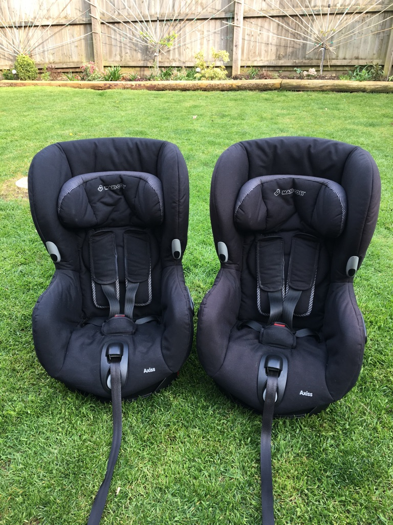 2x Maxi Cosi Axiss car seats