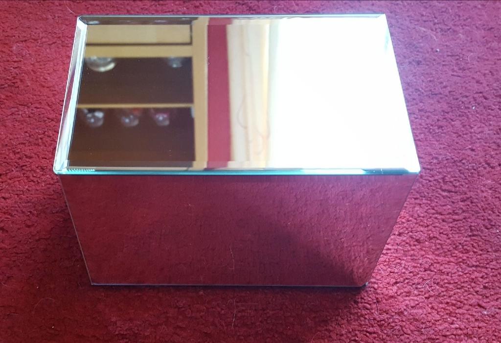 Chest mirror jewellery box