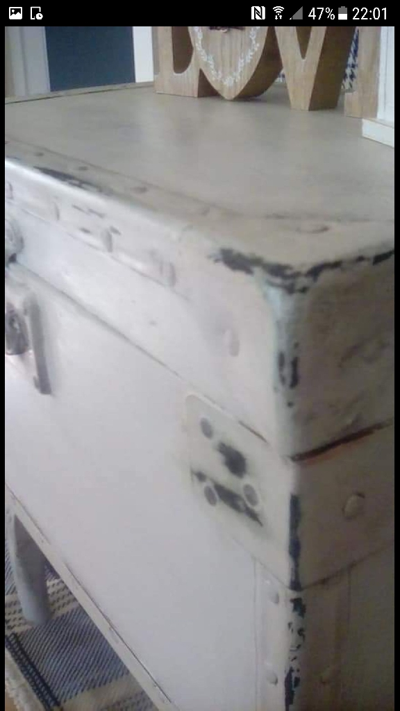 Trunk sidetable