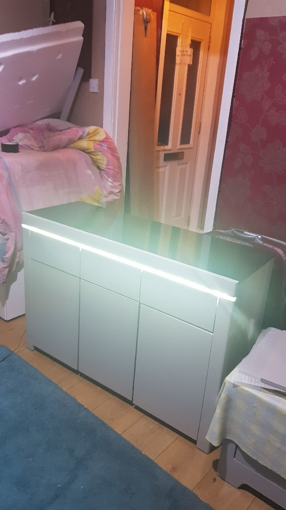 Gray unit with light and black top £175