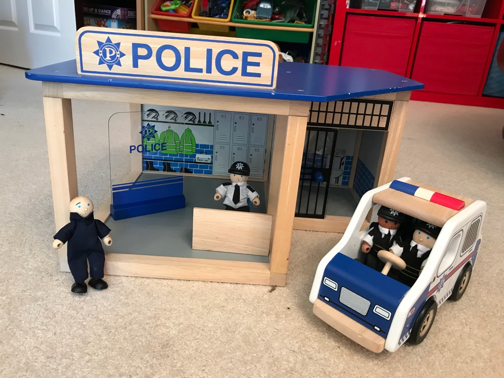 Pintoy wooden Police Station set