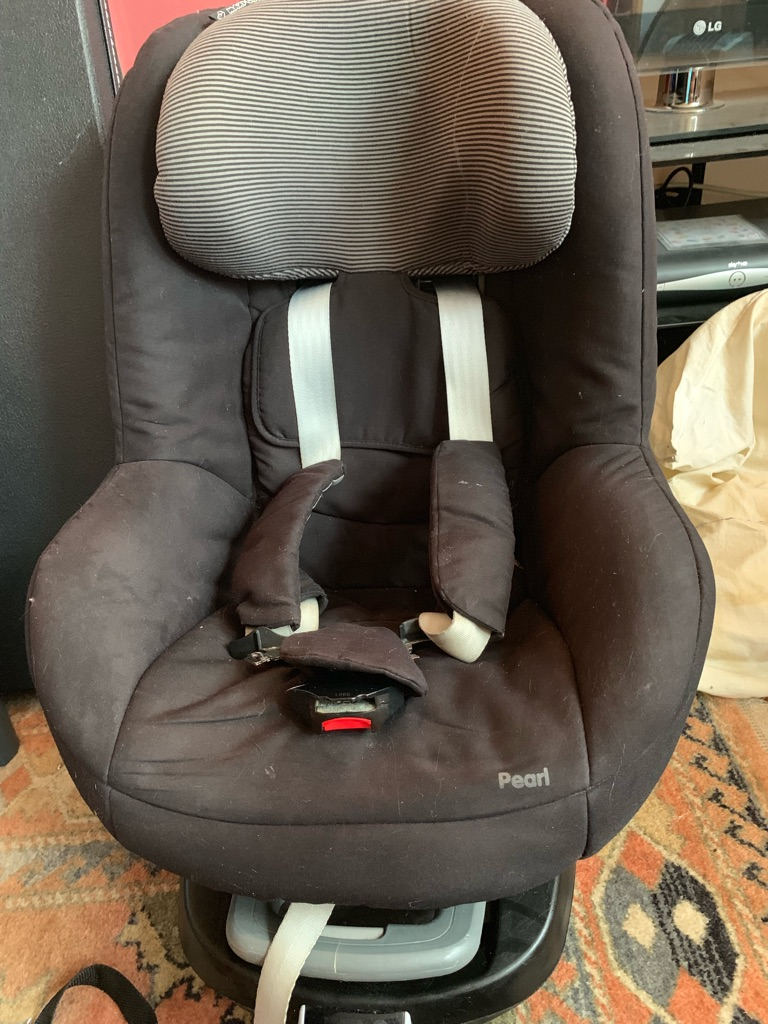 Maxi Cosy pearl car seat with isofix base