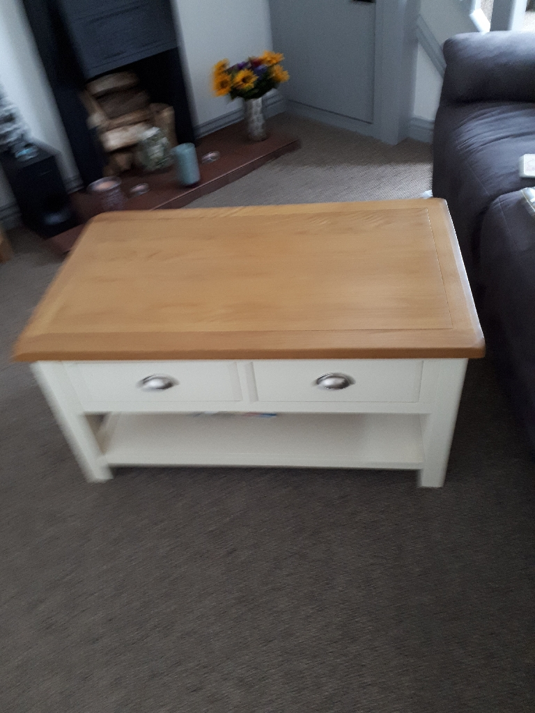 Coffee table/2 sideboards