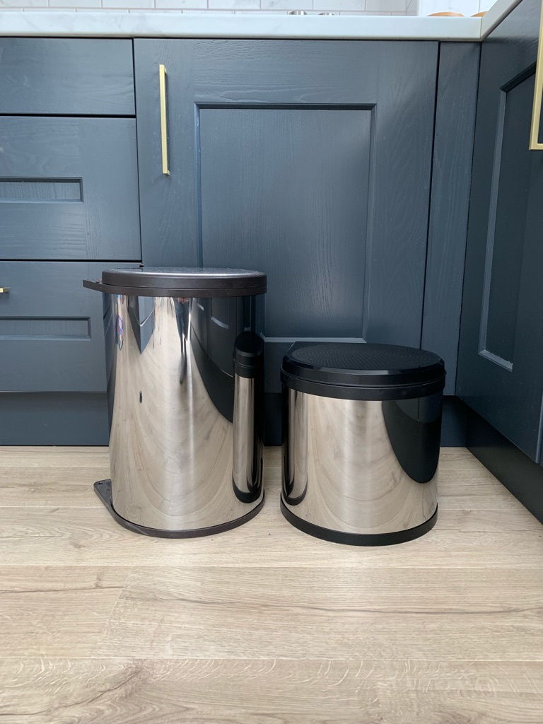 Stainless Steel/Black Swing Bins for Cupboard