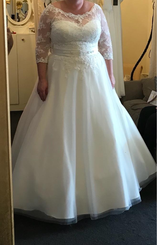 Venus bridal dress size 22
