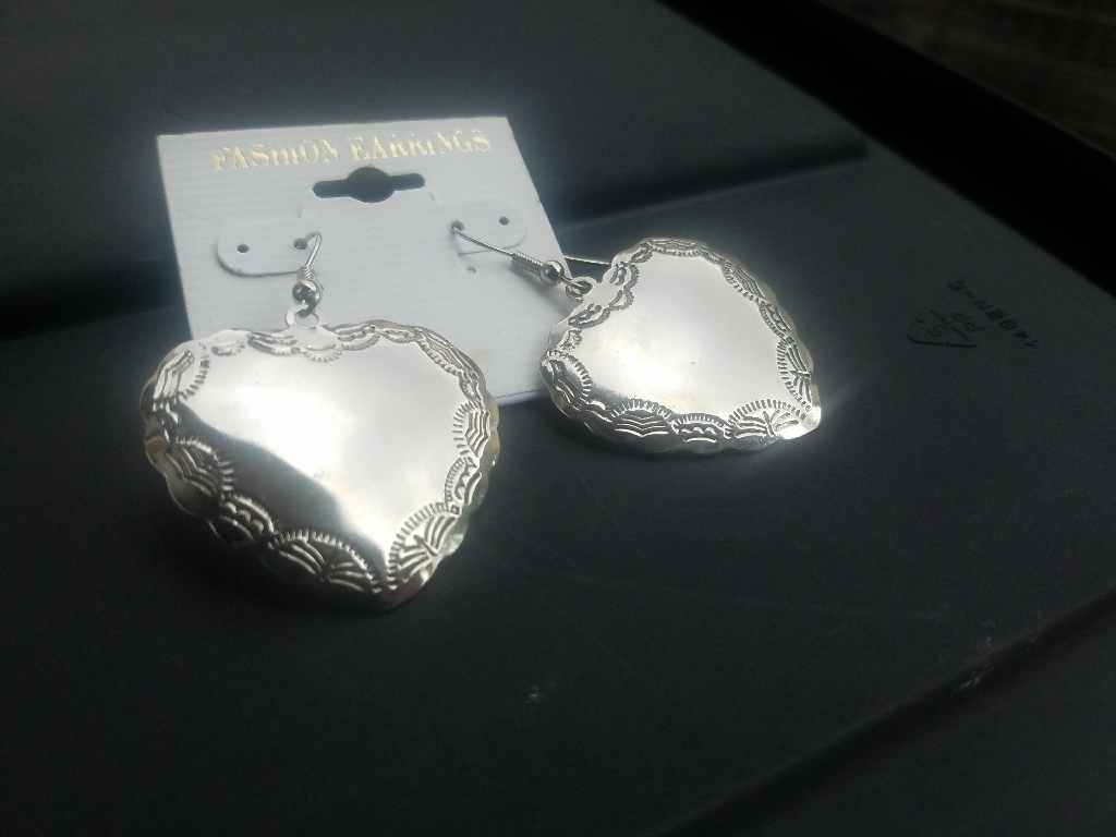 Hearts etching dangle earrings