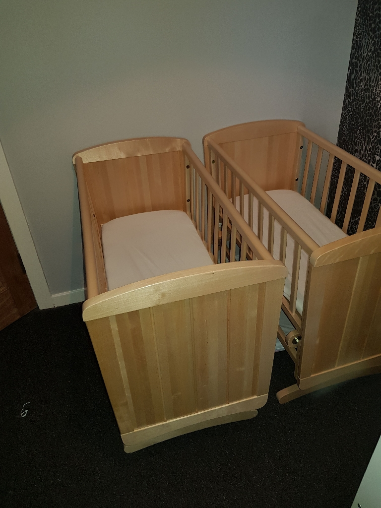 Mothercare delux swinging crib with mattress