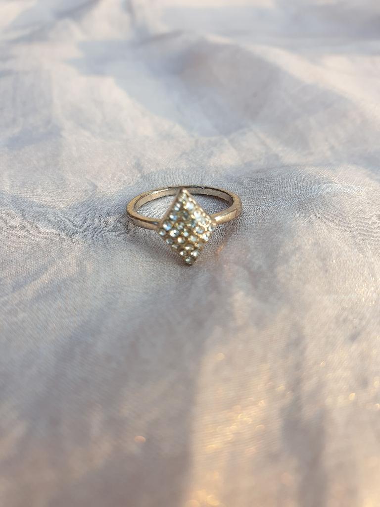 Diamond shaped ring