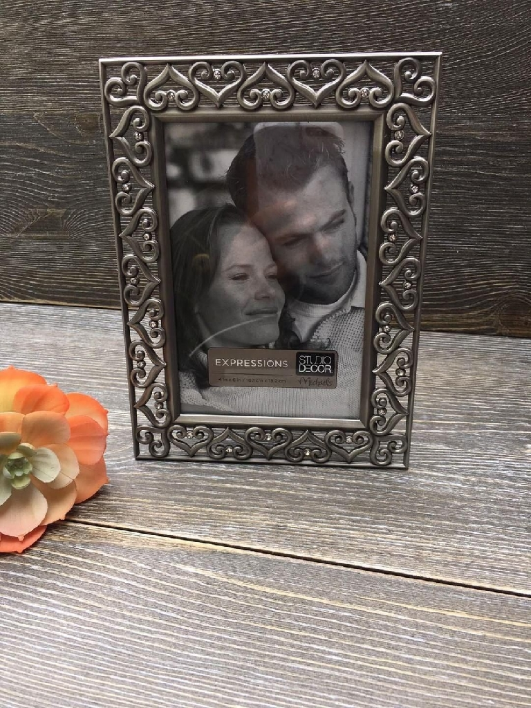 Heart shaped silver photo frame