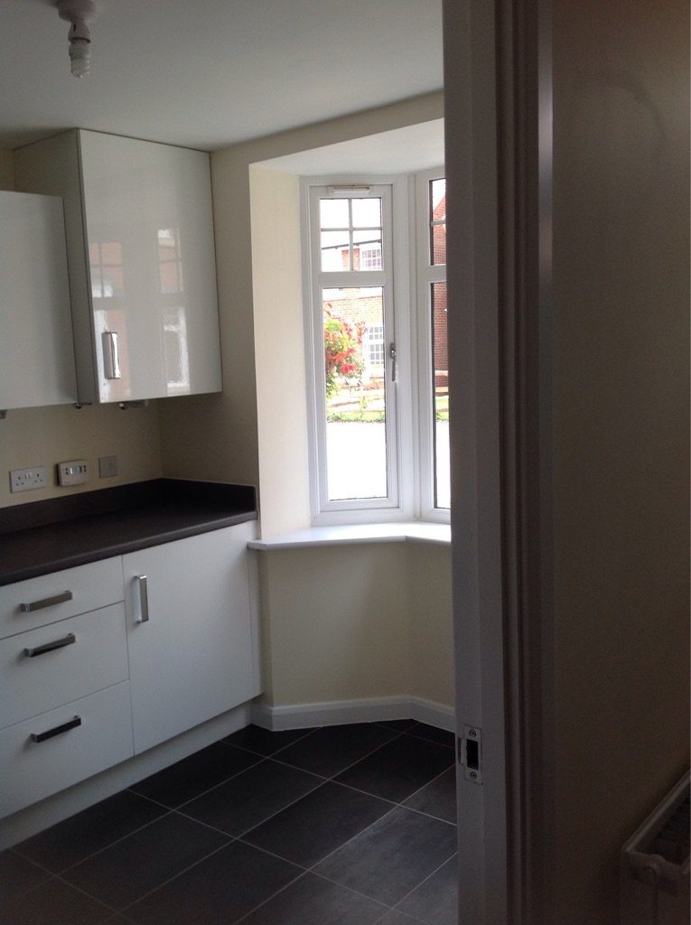Kitchen units, cooker hood, gas hob and double oven