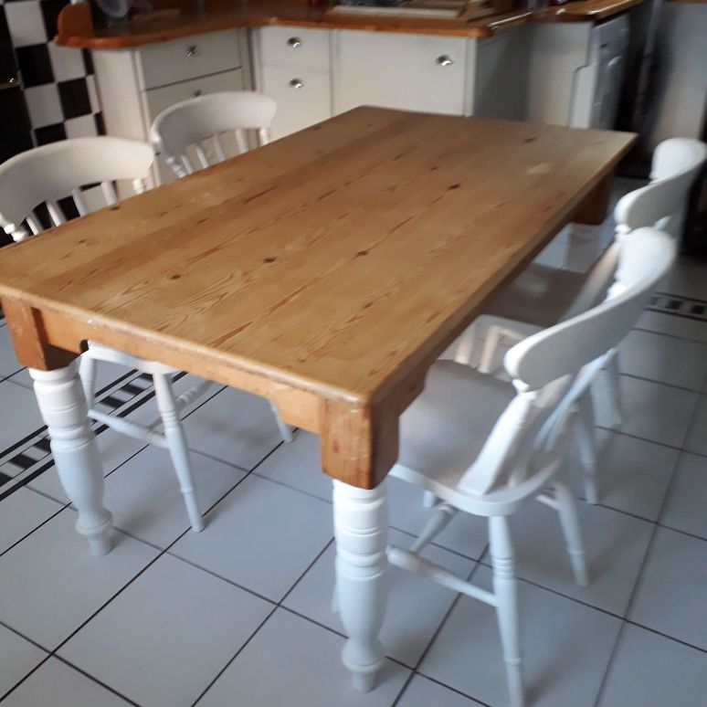 Pine table with painted legs and 4 chairs