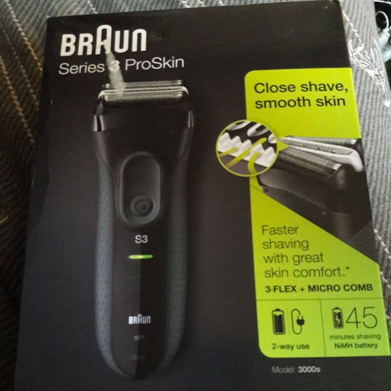 Men's Braun Electric Shaver BNIB