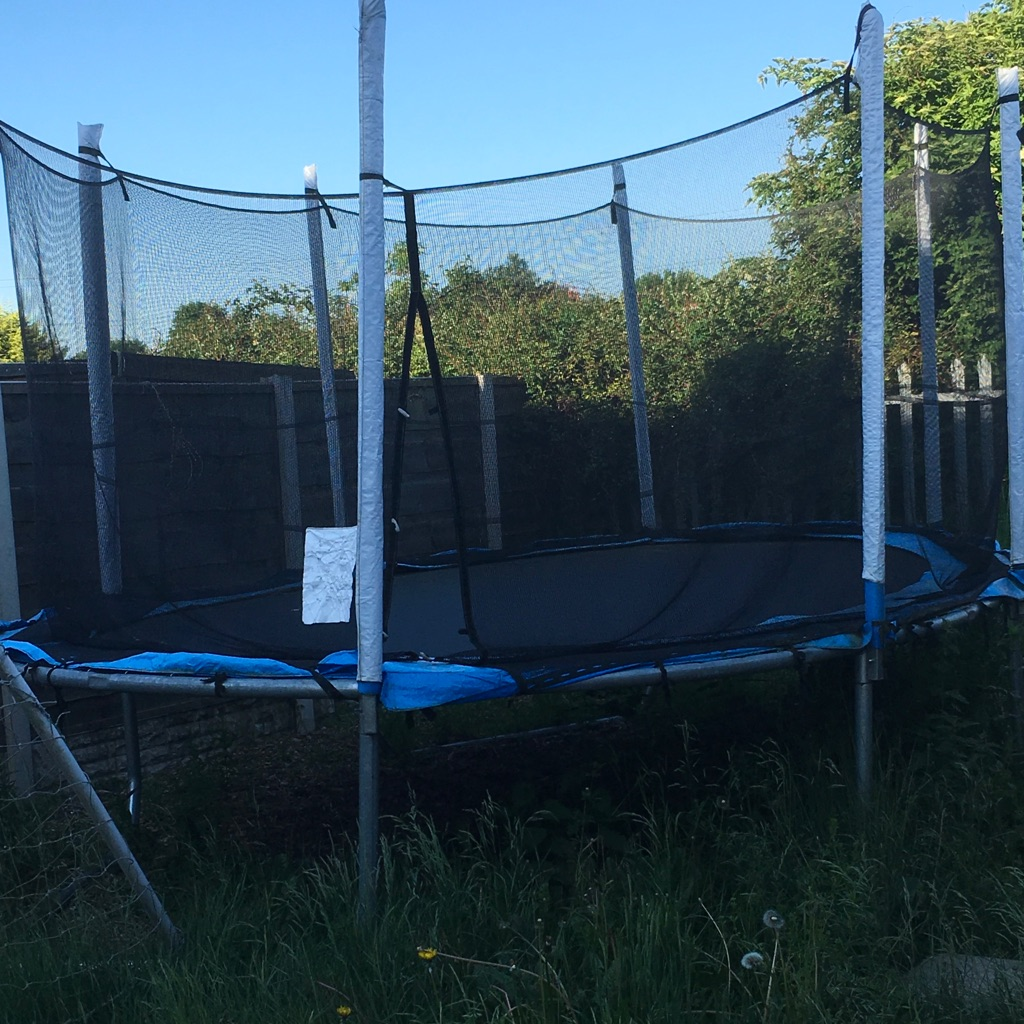 15x10ft trampoline and enclosure