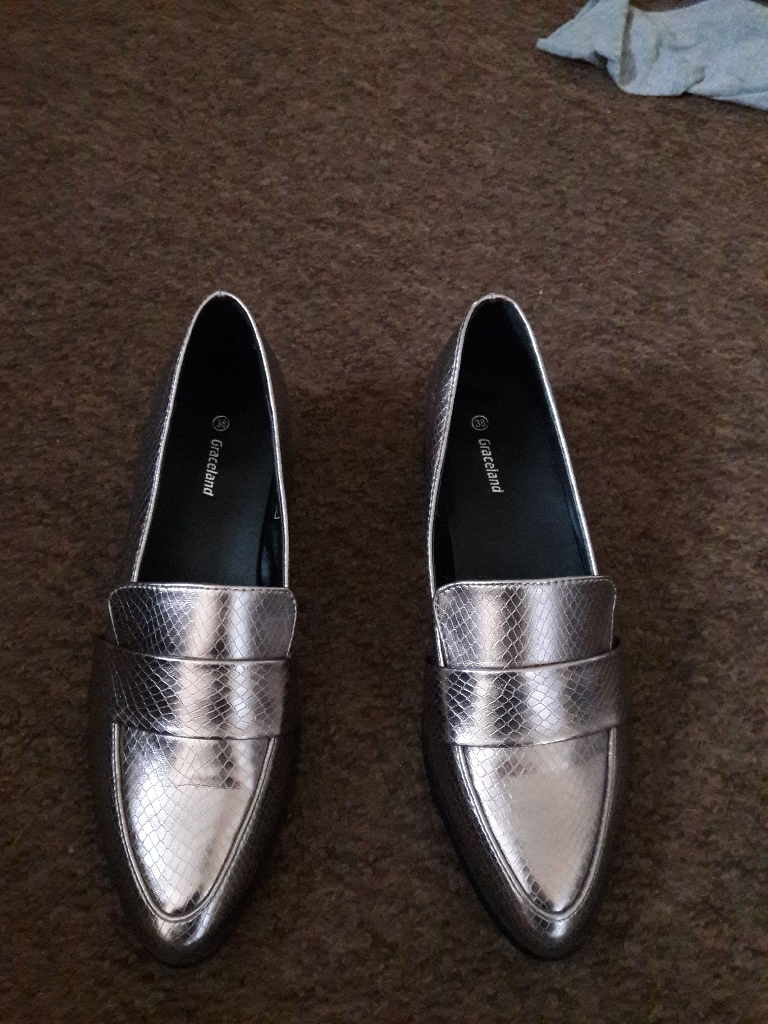 Ladies shoes NEW BOXED size 5
