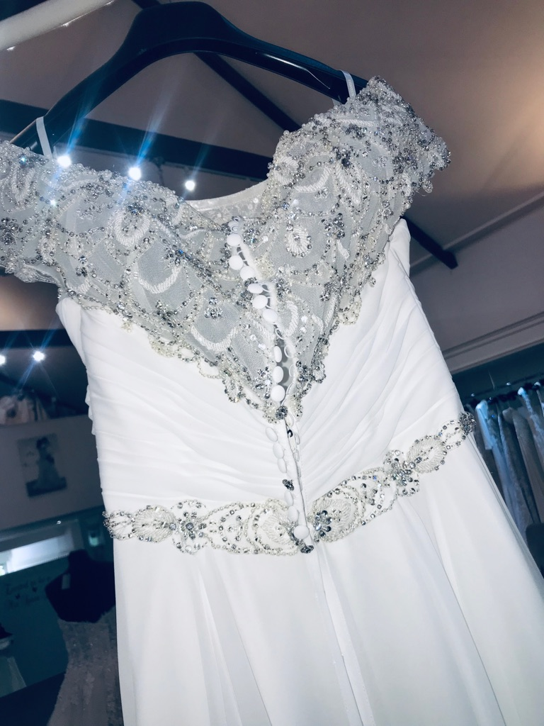 Unworn Justin Alexander wedding dress with Tiara & Veil