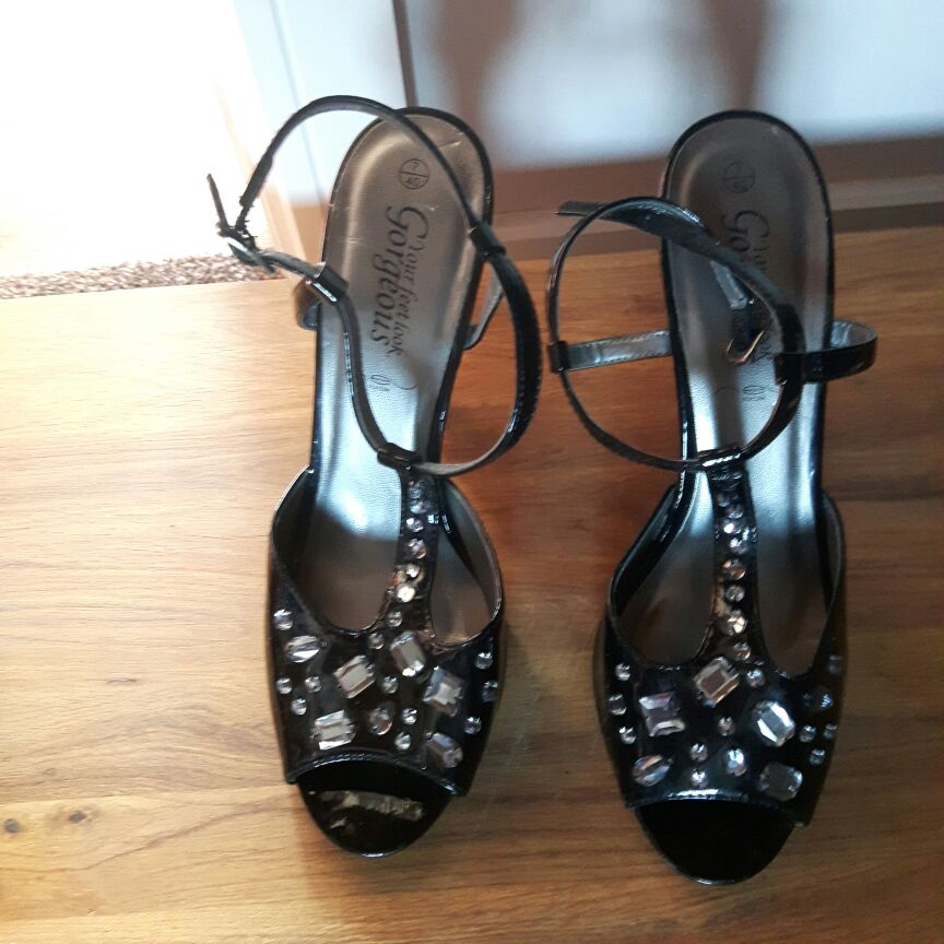 Ladies Sandals Size 7.