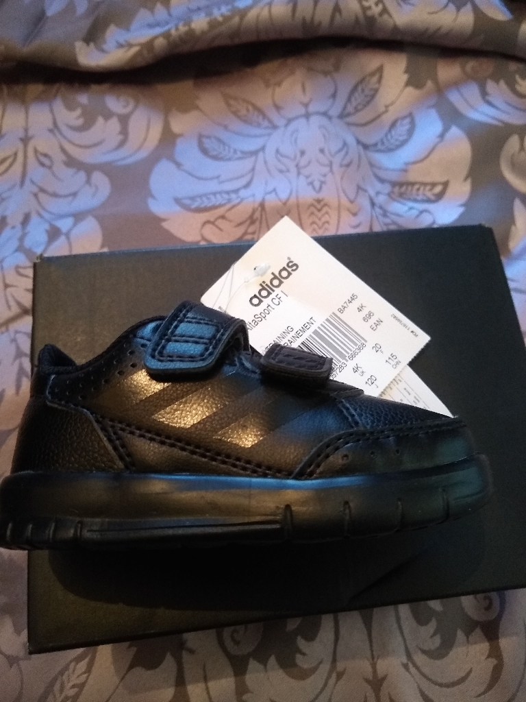 Adidas toddler trainers size 4