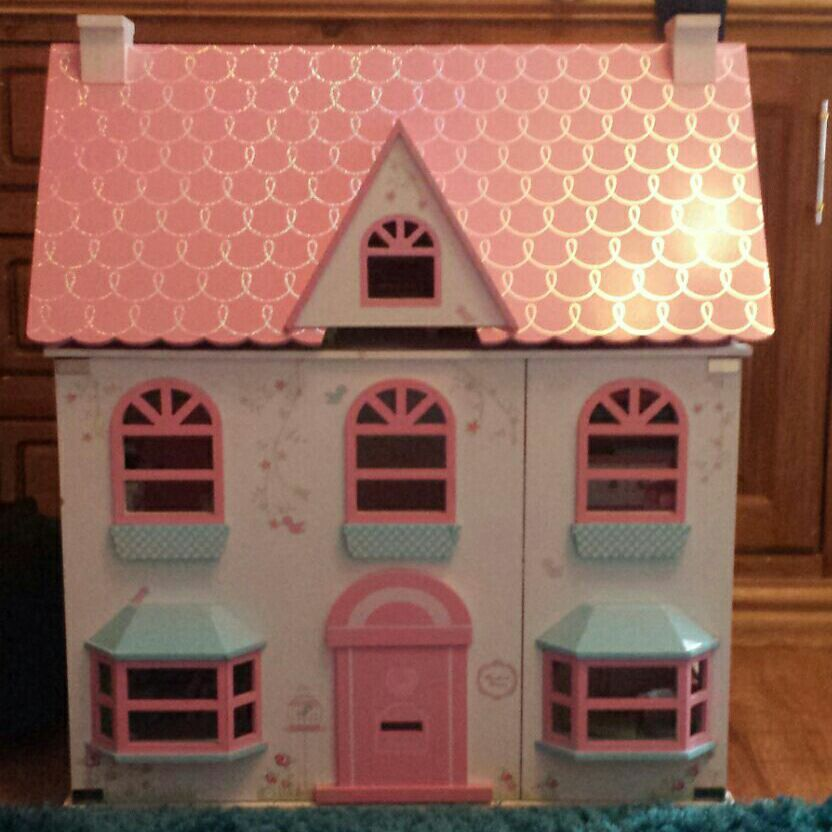 Rosebud dolls house with accessories and people