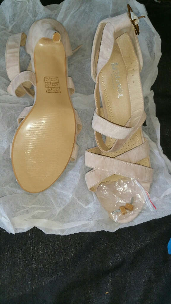 Nude lady's shoes zise 7 pick up only