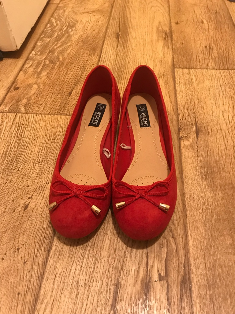 Red women's shoes size5