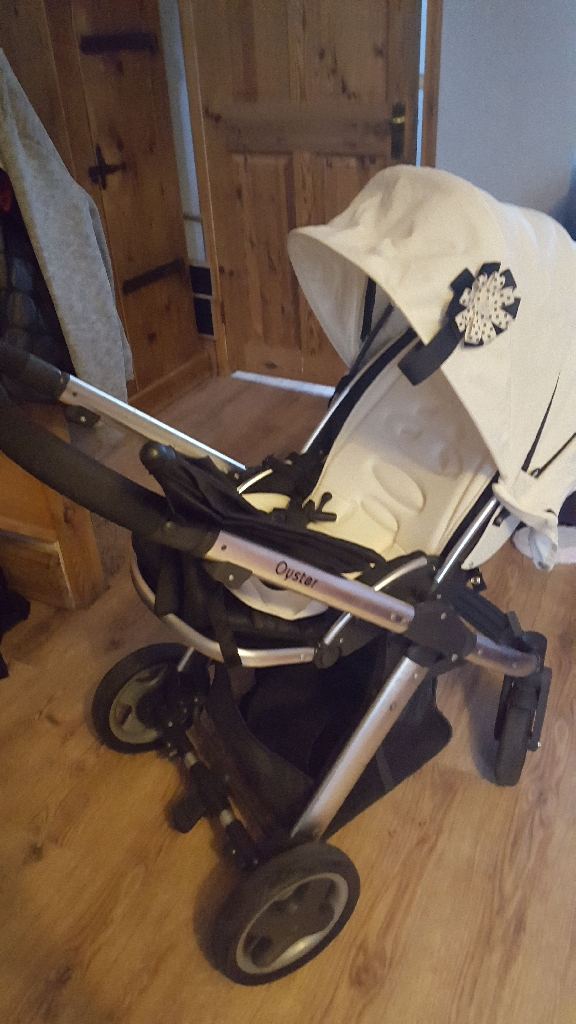 Babystyle Oyster Carrycot and pushchair with 2 colour packs, raincovers footmuff liner and sun umberella