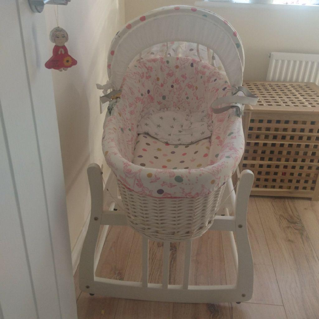Joules mozesz basket with rocking stand, 2x mattresses,3sheetsand 100%cotton duvet