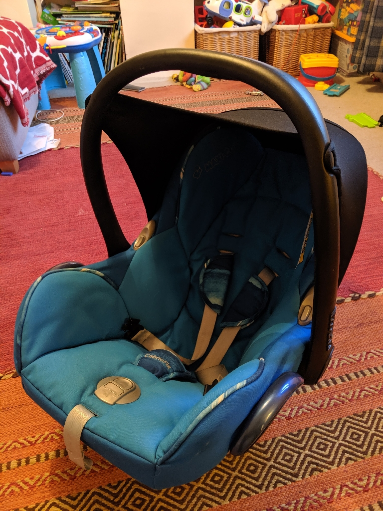 Maxi Cosi cabriofix car seat with easy fix base