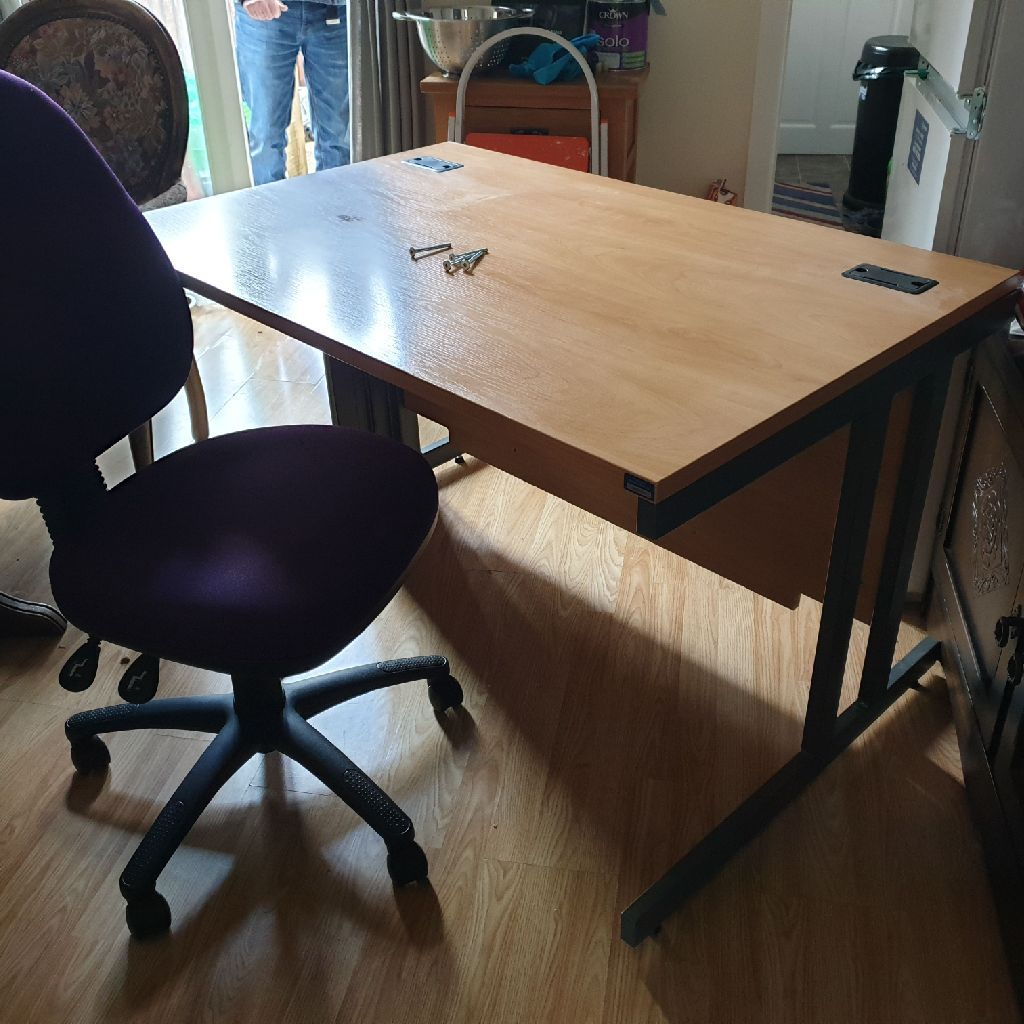 Computer/study desk (chair not included)