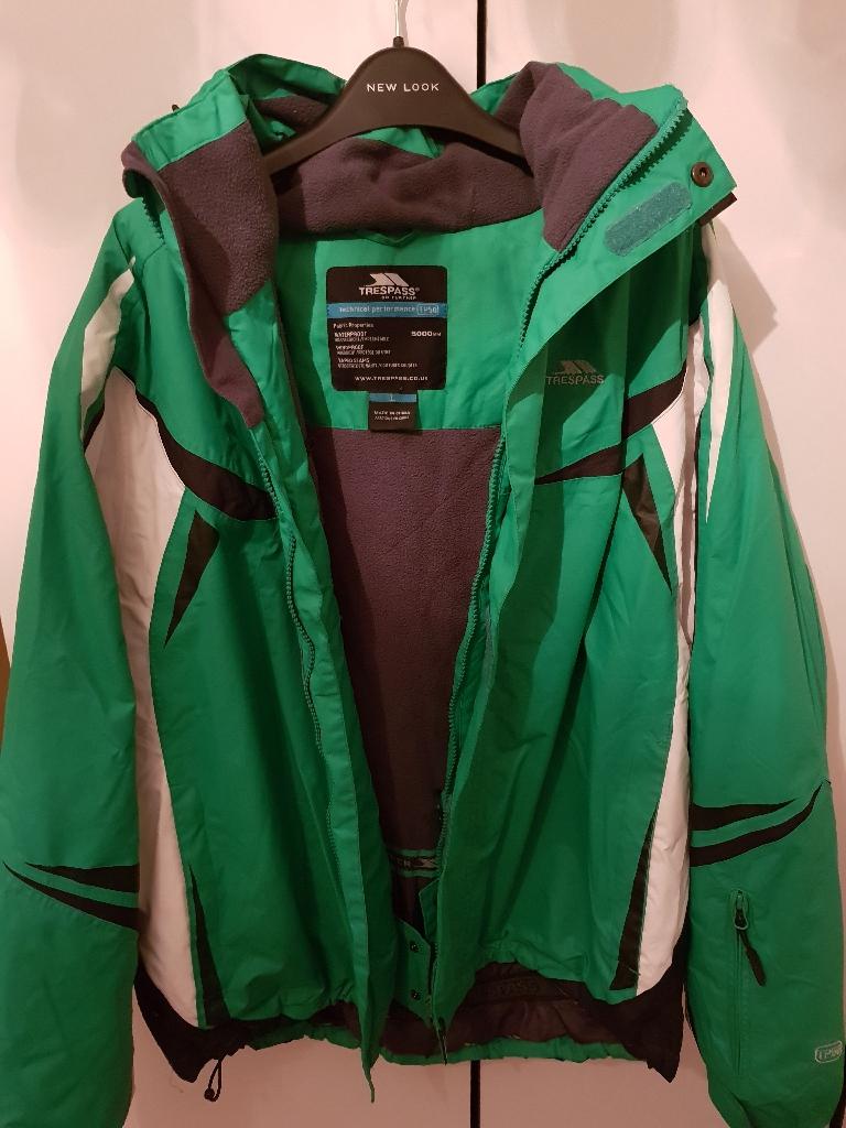 Trespass green ski coat