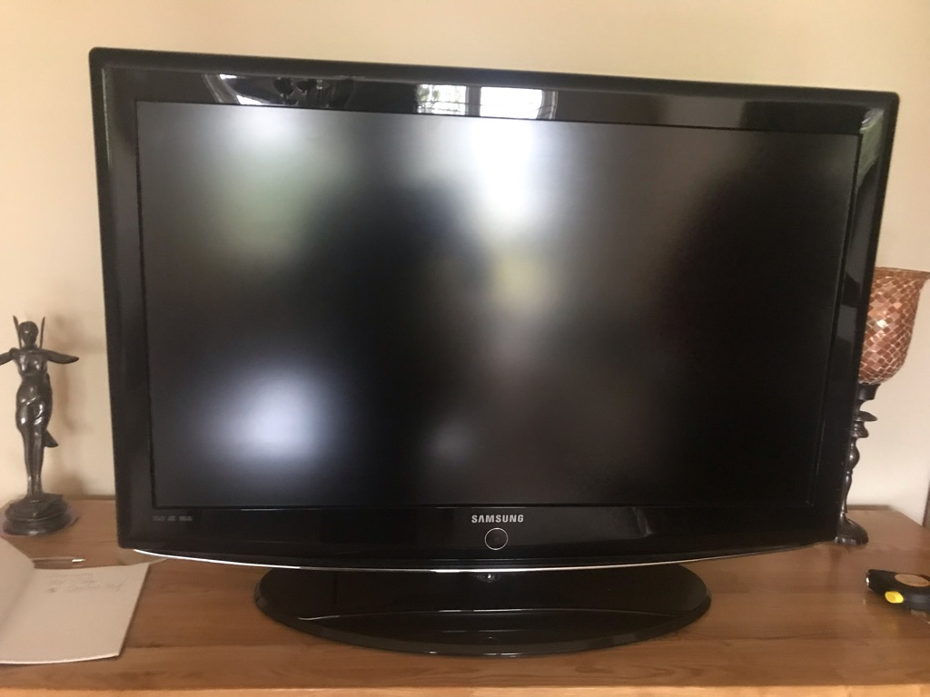 Samsung 36 inch HD Tv with remote