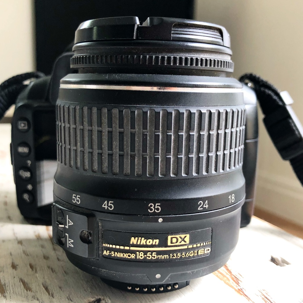 *IMMACULATE CONDITION* Nikon D3000 With Lens - Extremely Low Shutter Count 📸