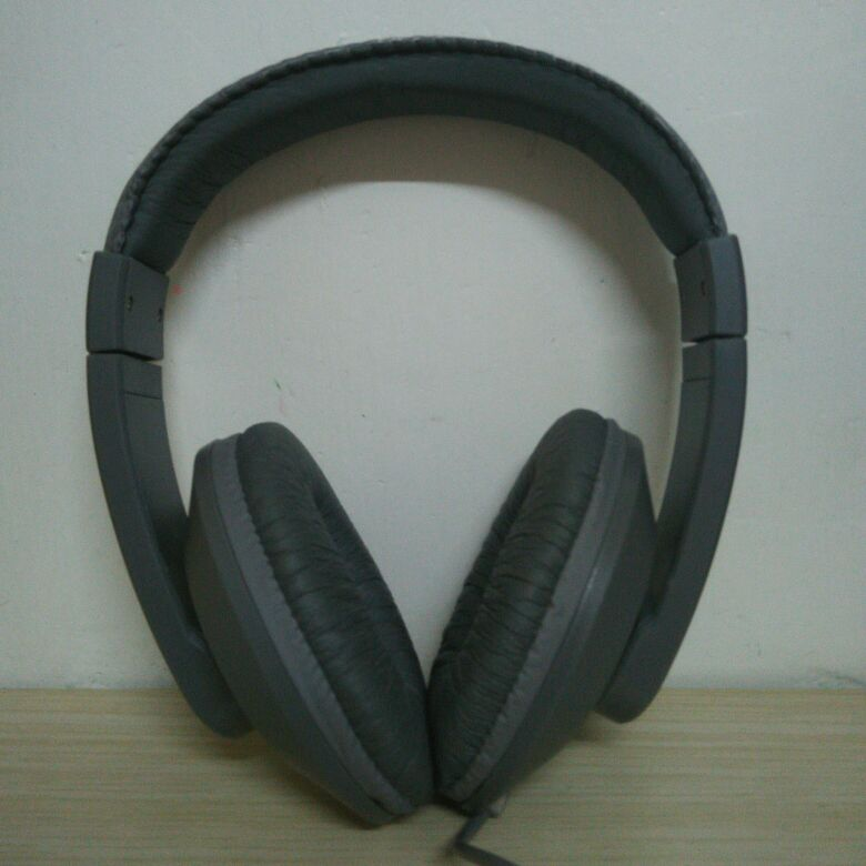 VIVITAR stereo headphone