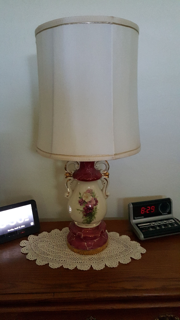 Mauve porcelain lamps set