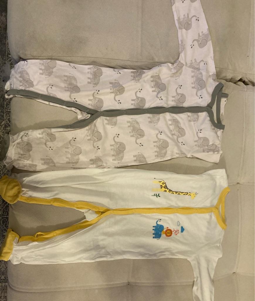 Unisex sleepsuits 9-12