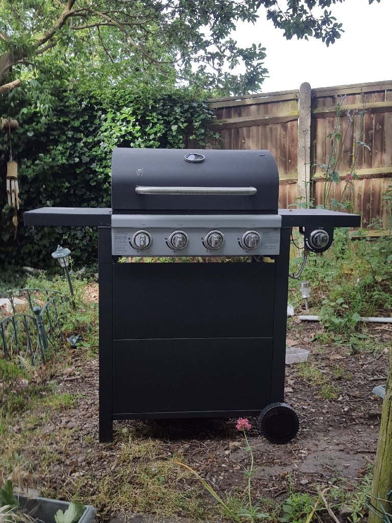 4 GAS BURNER STEEL BBQ