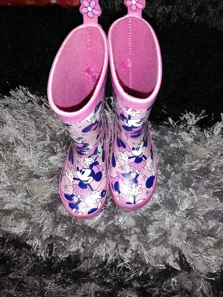 Girls minnie mouse wellies size 7